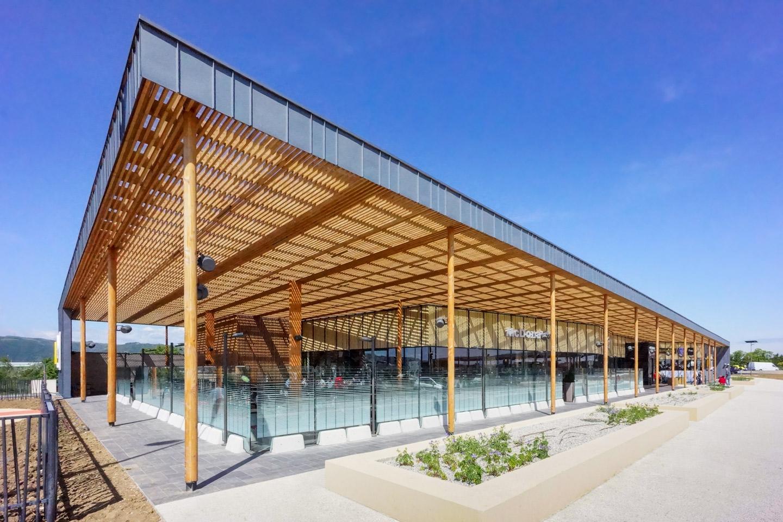 Sustainable architecture using durable Douglas wood slats