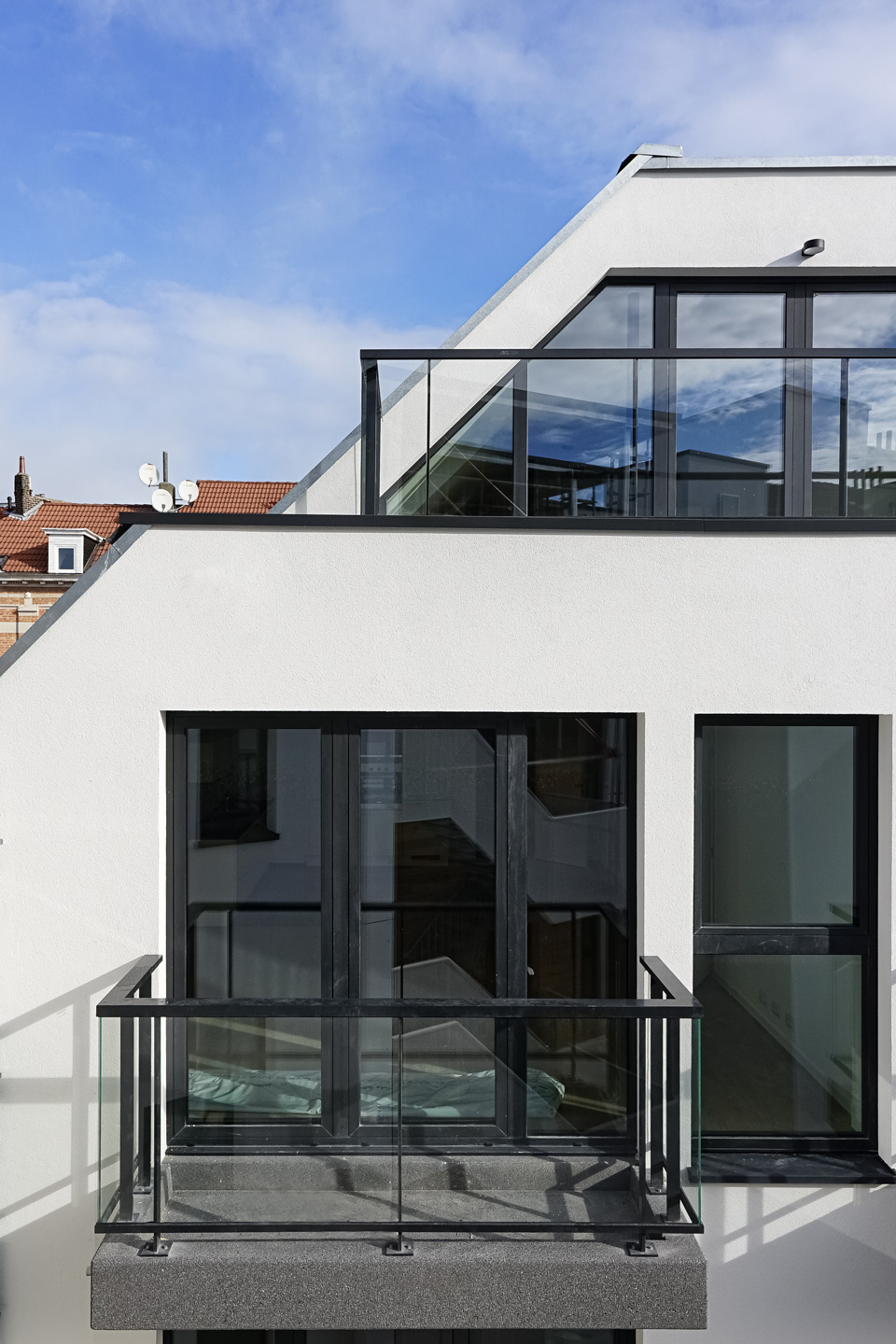 An atypical roof shape for the penhouse apartment