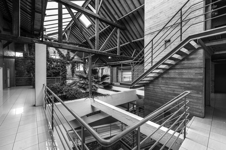 A 10 meter high atrium achieved through a selective demolishment